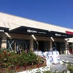 פרגולות-אלומיניום-קבועות-להצללת-מרכז-חנויות